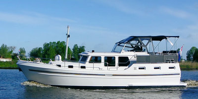 The Myrna, a yacht from Yacht charter Yachts4U in Holland
